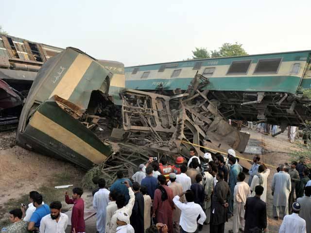 ریلوے حکام کی جانب سے واقعہ کی تحقیقات کا آغاز کردیا گیا ہے۔ فوٹو: رائٹرز