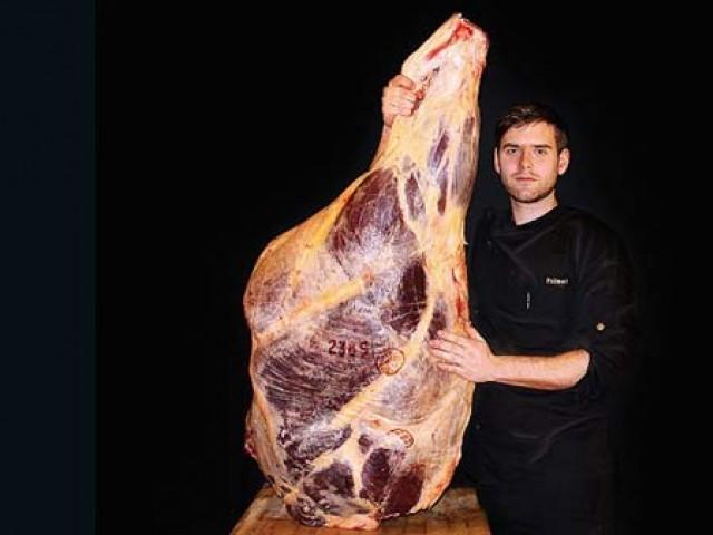 گوشت کم ازکم 5 سال پرانا ہوتا ہے جسے منفی 43 سینٹی گریڈ پر محفوظ کیا جاتا ہے۔فوٹو؛ بشکریہ سی این این