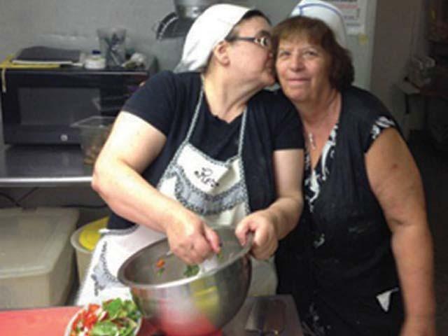 اینوتیکا ماریا نیویارک کا واحد ریستوراں ہیں جہاں صرف عورتوں کے ہاتھ کے پکے ہوئے کھانے پیش کیے جاتے ہیں۔ : فوٹو : فائل