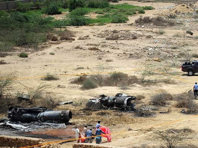 حادثے کا شکار طیارے کو پاک فضائیہ کے اسکواڈرن لیڈر باقر علی اڑا رہے تھے فوٹو: فائل