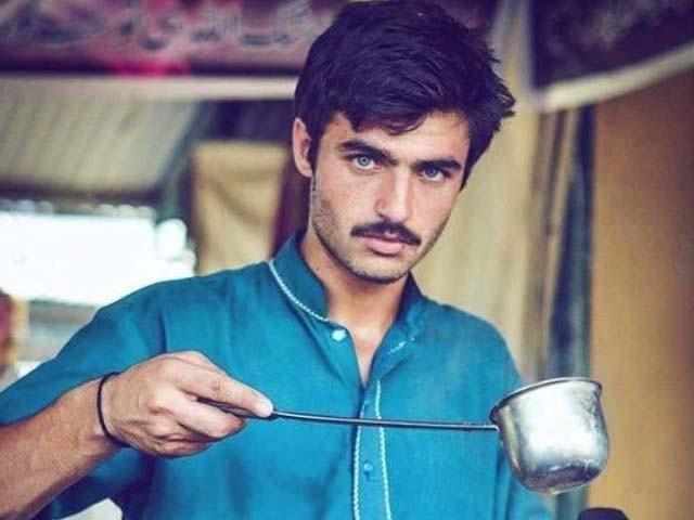 جب سے مشہور ہوا ہوں بہت ساری لڑکیاں آری ہیں جنھوں نے میرے ساتھ سلفیاں بنائی ہیں، ارشد خان۔ فوٹو : جیا علی