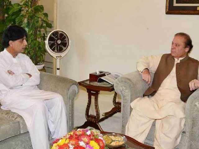 وزیر اعظم سے وزیر داخلہ نے ملاقات کی جس میں انگریزی اخبار کے صحافی سرل المیڈ کے معاملے پر غور کیا گیا۔ فوٹو؛ فائل