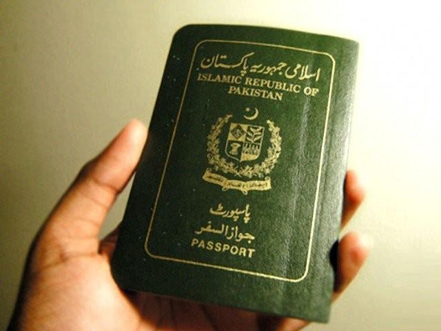 وفاقی وزارتِ داخلہ کی جانب سے متعارف کردہ ای سروس پورٹل کے ذریعے اپنے پاسپورٹ کا اجرا کرسکتے ہیں۔ فوٹو؛ فائل