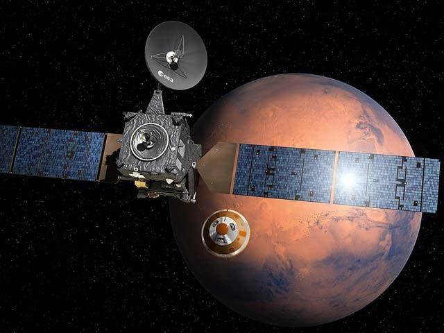 ایکسو مارس گیس آربٹر اور مریخ کی ایک تصویر۔ فوٹو: بشکریہ ای ایس اے