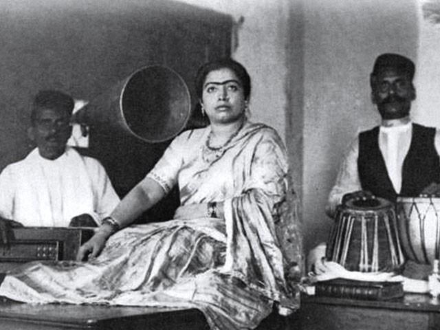 وکرم کی تحقیق کے مطابق گوہر جان کے 166 ریکارڈ بنے جو سارے ہندوستان اور اس سے باہر بھی بہت مقبول ہوئے۔ فوٹو: فائل