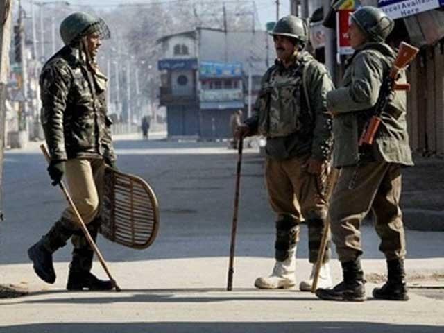 بھارتی فوج گرفتار ہونے والے مظلوم کشمیریوں کو دوردراز کے شہروں میں منتقل کردیا گیا ہے: فوٹو: فائل