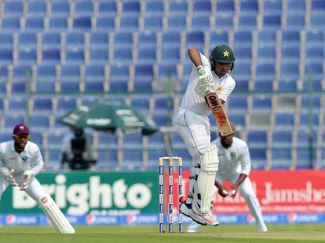 پاکستان کی جانب سے راحت علی نے 2 اور یاسر شاہ نے ایک وکٹ حاصل کی۔ فوٹو: اے ایف پی