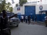 قیدیوں نے فرار سے قبل اسلحہ چرایا اور گارڈز کو یرغمال بنا کر فائرنگ کرتے ہوئے نامعلوم مقام کی جانب بھاگ گئے، پولیس : فوٹو: اے ایف پی
