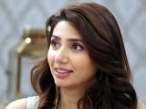 ماہرہ خان اپنی فلم ''رئیس'' کی شوٹنگ ابو ظہبی میں مکمل کریں گی. فوٹو: فائل