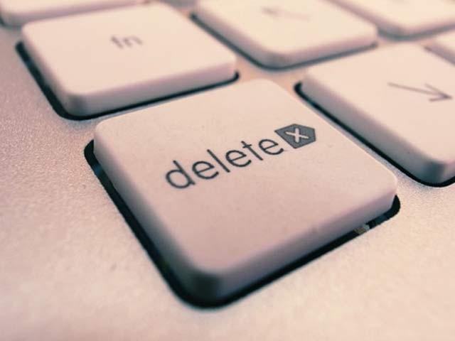 ویب سائٹ کے مطابق صرف ایک کلک کے بعد ویب کی دنیا میں آپ کی آن لائن شناخت ہمیشہ کے لیے ختم ہوجائے گی۔ فوٹو؛ فائل