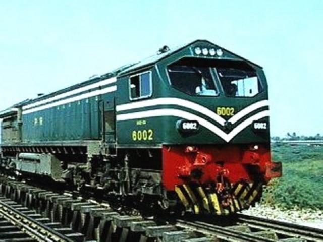 پشاور سے طورخم تک ریلوے ٹریک بچھانے کیلیے فزیبلٹی رپورٹ تیارکرنے کی ہدایت ، ٹرین کوچزکی 110 سے220وولٹ میں تبدیلی پر غور،ریلویزافسران کا اجلاس  فوٹو: فائل