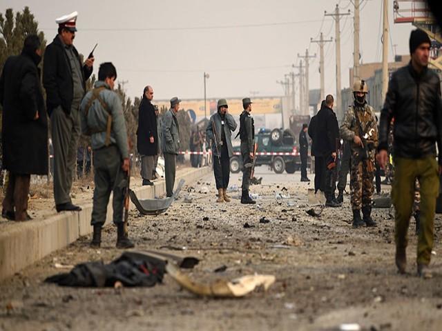 طالبان حملے میں بچہ اور 4اہلکارہلاک،داعش کے 2خودکش حملہ آور سمیت 8شدت پسندگرفتار، دوستم نے سیاسی حریف اغوا کرلیا،امریکی اخبار  فوٹو: رائٹرز/فائل