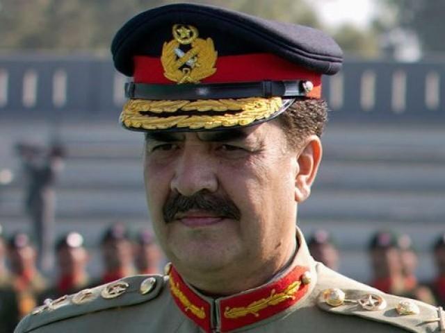سابق آرمی چیف کو فوجیوں نے زندہ باد کا نعرہ لگا کر خدا حافظ کہا، فوٹو : فائل