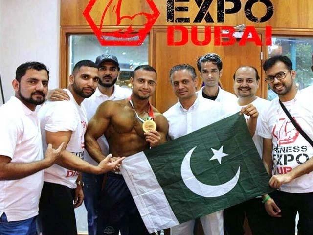 شیخ صدیق نے باڈی بلڈنگ کے 70 کلو گرام کلاس کے مقابلے میں پہلی پوزیشن حاصل کی،فوٹو اے پی پی