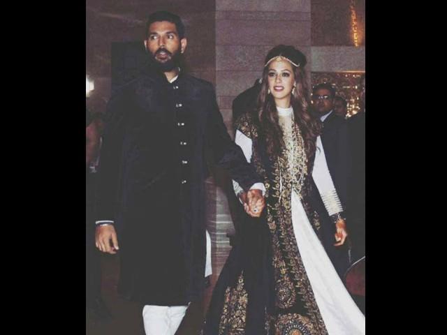 یوراج سنگھ نے 29 سالہ برطانوی ماڈل ہیزلی کیچ سے شادی کی۔ فوٹو: بشکریہ ٹائمز آف انڈیا