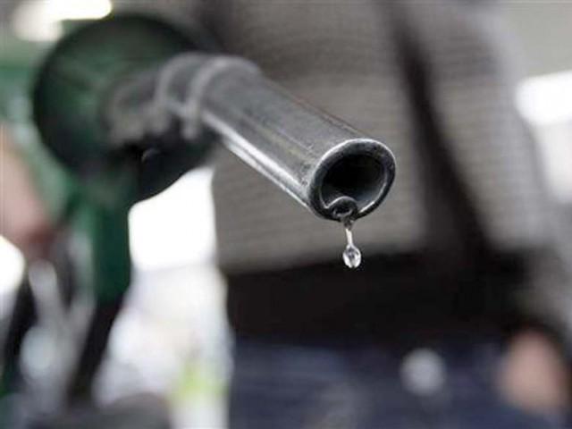 مٹی کے تیل اور لائٹ ڈیزل کی قیمتیں برقراررہیں گی، وزیر خزانہ اسحاق ڈار، فوٹو؛ فائل
