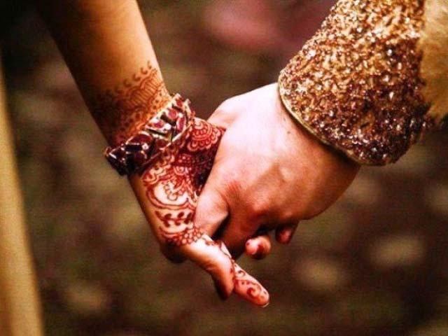 میاں شکر کرو، لوگ اب تک یہی پوچھ رہے ہیں کہ شادی کب کر رہے ہو، مگر ڈرو اُس وقت سے جب لوگ یہ پوچھنا شروع کردیں گے کہ جناب آپ نے شادی کیوں نہیں کی؟ فوٹو:فائل