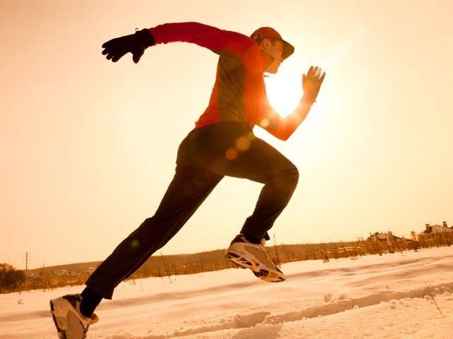 سائیکل چلانا، جاگنگ، تیراکی اور تیز جاگنگ سے امراضِ قلب دور رہتے ہیں اور طبعی عمر بڑھتی ہے۔ تحقیق، فوٹو؛ فائل