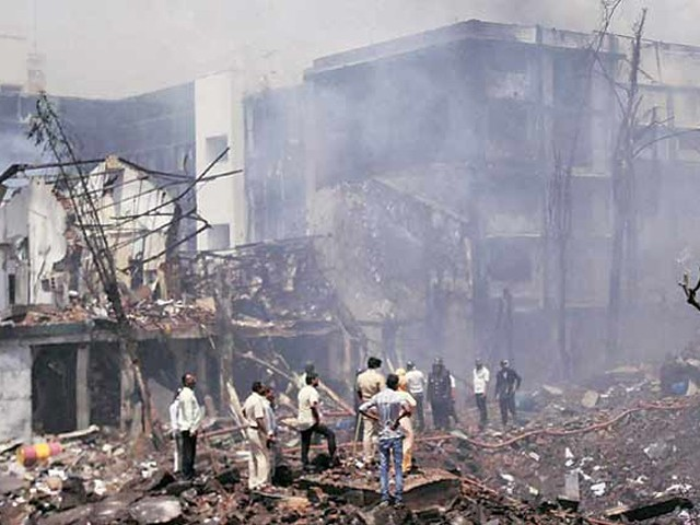 فیکٹری میں پہلے دھماکا ہوا جس کے بعد آگ نے پوری عمارت کو اپنی لپیٹ میں لے لیا، پولیس۔ فوٹو:فائل