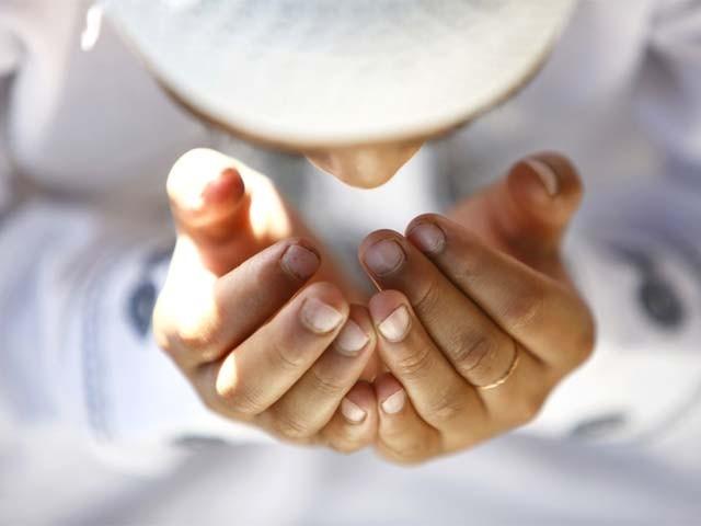 عمومی طور پر دعا قبول ہونے کے حوالے سے تین مختلف صورتیں بیان کی گئی ہیں۔ فوٹو: فائل