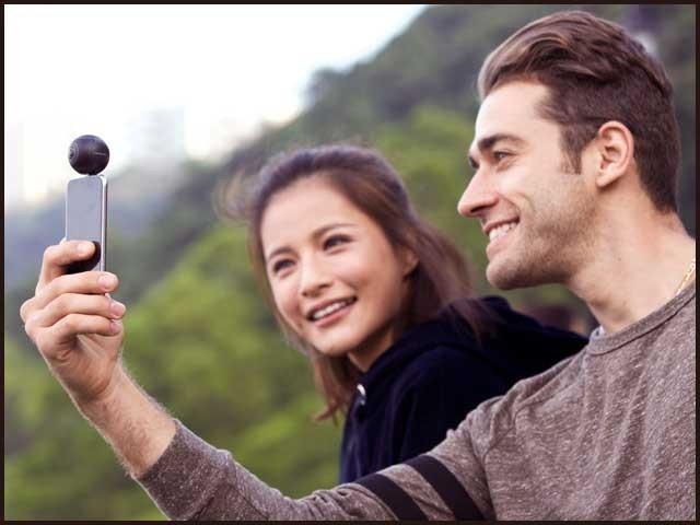 انسٹا 360 ایئر 2K اور 3K معیار کی 360 ویڈیوز بناسکتا ہے یعنی ان کا معیار HD سے زیادہ لیکن 4K سے کچھ کم ہوگا۔ فوٹو؛ فائل