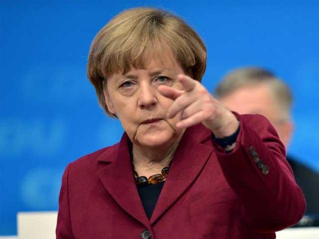 حجاب جرمن معاشرے کے مطابق نہیں جس پر قانونی طور پر پابندی عائد کریں گے، اینجلا مرکل، فوٹو؛ فائل