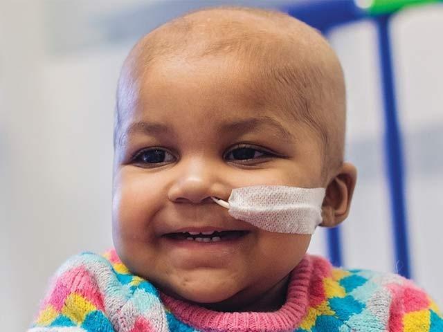 ماضی میں لیوکیمیا کی شکار لیلا جو اب بالکل صحتیاب ہوچکی ہیں۔ ان کے علاج کے لیے ایک طریقہ سی آر آئی ایس پی آر ( کلسٹرڈ ریگولرلی انٹراسپیسڈ شورٹ پیلنڈرومک رپیٹس) استعمال کیا گیا ہے۔ فوٹو: بشکریہ نیوسائنٹسٹ