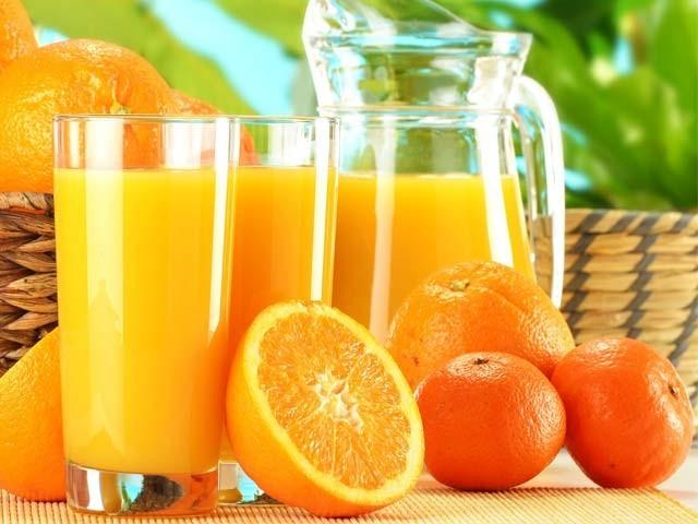 نارنجی اور کینو سرطان کو روکنے ، دورانِ خون بڑھانے اور امراضِ قلب میں مفید ثابت ہوئے ہیں۔ فوٹو؛ فائل