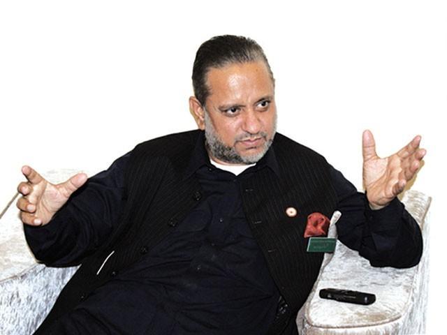 مجاہد اوّل نے کبھی لفظ ''غدار'' استعمال نہیں کیا،فوج کی اخلاقی حمایت کو عقیدہ سمجھتا ہوں، سردار عتیق احمد خان۔ فوٹو: ایکسپریس