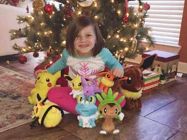 امریکا میں 6 سالہ بچی نے اپنی والدہ کا فون پر انگوٹھا لگوا کر لاک کھولا اور 25 ہزار کی آن لائن خریداری کرلی۔ فوٹو: بیٹنی جانسن ہوویل فیس بک پیج