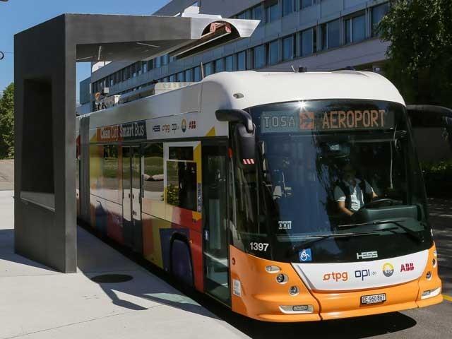 جنیوا ایئرپورٹ سے شہر کے مختلف علاقوں تک چلنے والی ان بسوں کے اسٹاپ بھی خاص طرح سے ڈیزائن کیے گئے ہیں۔ فوٹو؛ فائل
