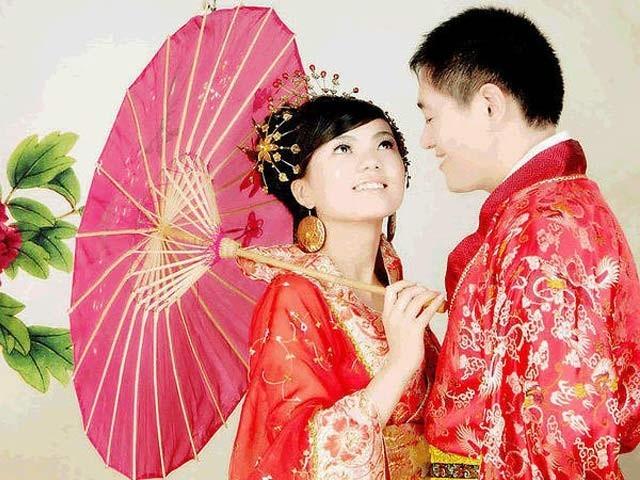 چین میں شادی کے لیے لڑکی کے گھر والوں کو بھاری معاوضہ ادا کرنا پڑتا ہے۔ فوٹو: فائل