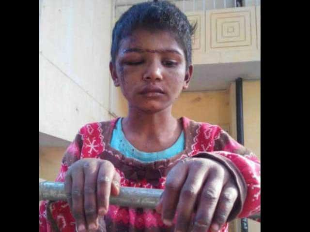 جج صاحب نے بچی حوالے کی تو اس کے جسم پر تشدد کے نشانات تھے، والد اعظم. فوٹو: فائل