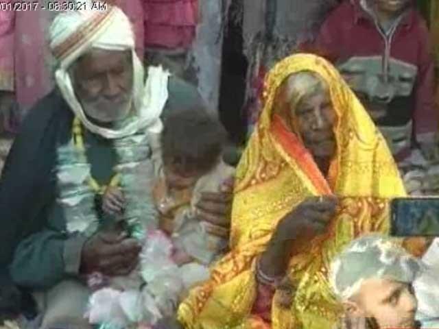 غلام فرین اور رانی بی بی کی شادی پر پورا علاقہ بہت خوش ہے: فوٹو:ایکسپریس