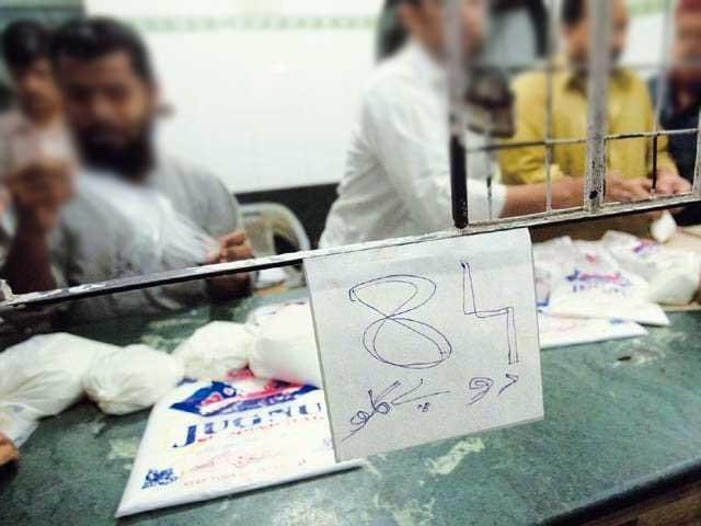 دودھ کی قیمت 80 سے بڑھ کر 84 روپے فی لیٹر ہوگئی جب کہ فروری اور مارچ میں قیمت میں مزید اضافہ متوقع ہے۔ فوٹو؛ فائل