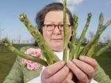 جمائما پیشگوئی کرنے والی سبزیوں کے ساتھ۔ فوٹو: بشکریہ ڈیلی میل