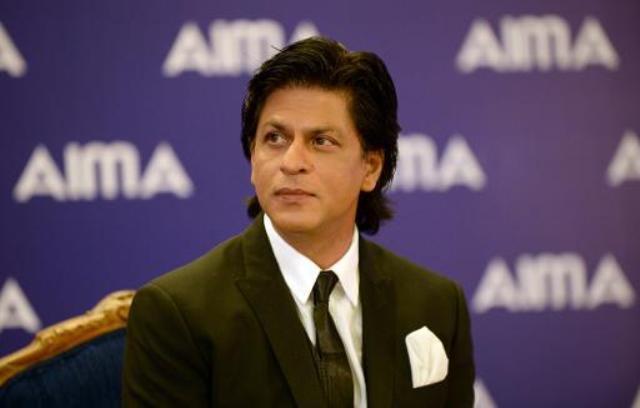 مردوں کو خواتین کی عزت کرنی چاہیے اور ان کے ساتھ باوقار طریقے سے پیش آنا چاہیے، شاہ رخ خان۔ فوٹو: فائل