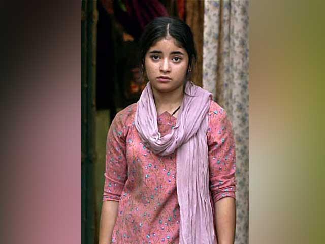 فلم میں دیہاتی لڑکی کا کردار بخوبی نبھانے والی کم سن اداکارہ زائرہ وسیم حقیقی زندگی میں بالکل مختلف ہیں،فوٹو:فائل