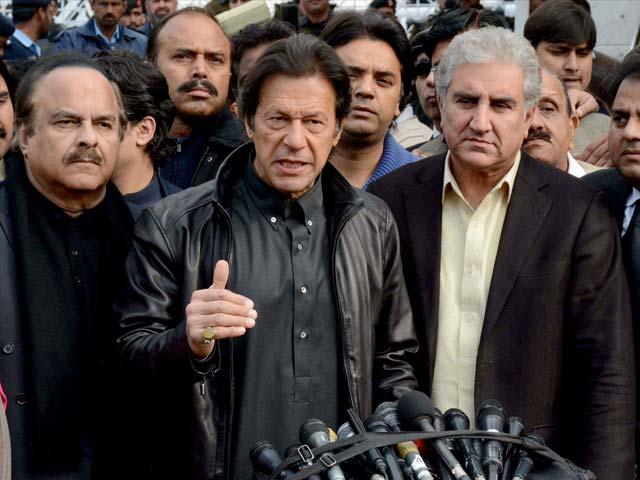 جب پارلیمنٹ میں وزیراعظم جھوٹ بولے گا تو اس اسمبلی کی کیا حیثیت رہ جائے گی، عمران خان۔ فوٹو : ایکسپریس