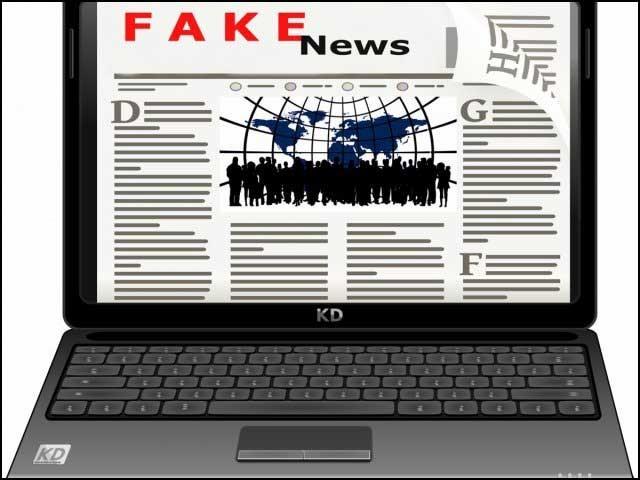 انٹرنیٹ اور سوشل میڈیا کے تیز رفتار پھیلاؤ نے جھوٹی خبروں کی مقبولیت میں غیرمعمولی اضافہ کردیا ہے جس کے نتیجے میں اچھے خاصے سمجھدار اور سنجیدہ لوگ بھی جھوٹی خبروں کو سچ سمجھ بیٹھتے ہیں۔ (فوٹو: فائل)