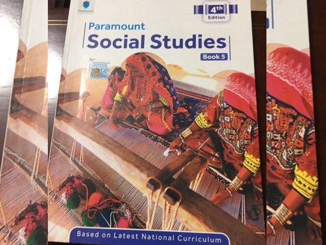 نجی تعلیمی ادارے متنازع کتاب نہیں پڑھائیں گے اور غلطیاں درست کرکے ترمیم شدہ ایڈیشن دوبارہ شائع کیا جائے گا، پیرا حکام : فوٹو : سوشل میڈیا