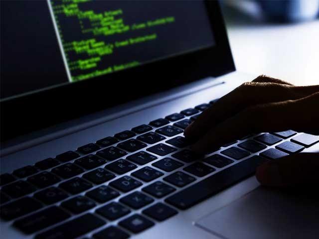 قانون نافذ کرنے والے اداروں نے ان ویب سائٹس کے ذریعے انتہا پسندی اور دہشتگردی کو فروغ دینے کی رپورٹس دی تھیں، فوٹو؛ فائل