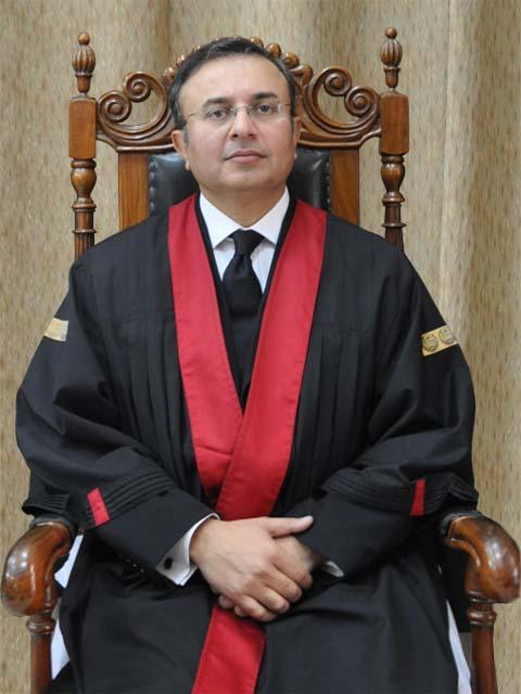 اگر وکیل سیشن ٹرائل میں مصروف ہو تو ہائیکورٹ میں تاریخ جائے گی،جستس منصور علی شاہ فوٹو: فائل
