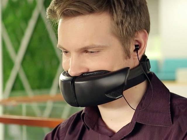 یہ جدید ماسک بھیڑ کے دوران فون پر آپ کی گفتگو کو دوسرے شخص سے پہنچانے سے روکتا ہے، فوٹو؛ بشکریہ کمپنی