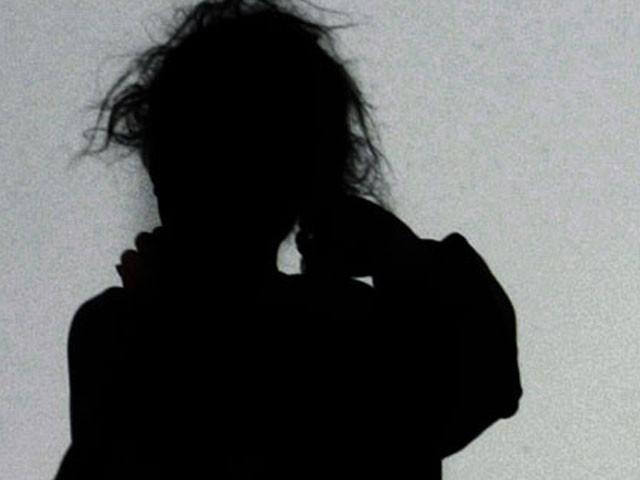 قانونی مسائل کے باعث بچی کا نام ظاہرنہیں کیا گیا جب کہ لڑکے کے بارے میں پولیس تحقیقات کر رہی ہے،فوٹو:فائل