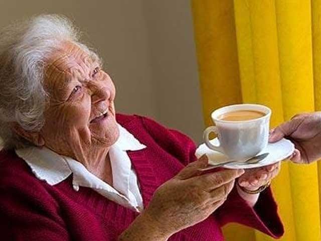 بزرگ افراد روزانہ چائے پیا کریں تو وہ دماغی اور اکتسابی امراض میں مبتلا ہونے سے محفوظ رہ سکتے ہیں، ماہرین، فوٹو؛ فائل