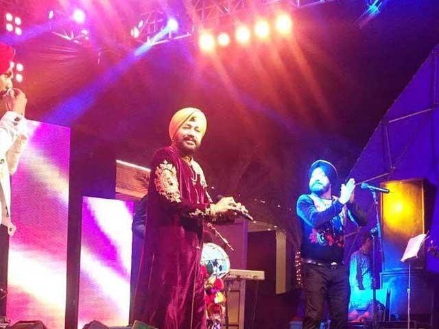 پاپ گلوکار نے شادی کی تقریب میں مشہور گیت گار چار چاند لگادیئے،  فوٹو:کلچرل رپورٹر