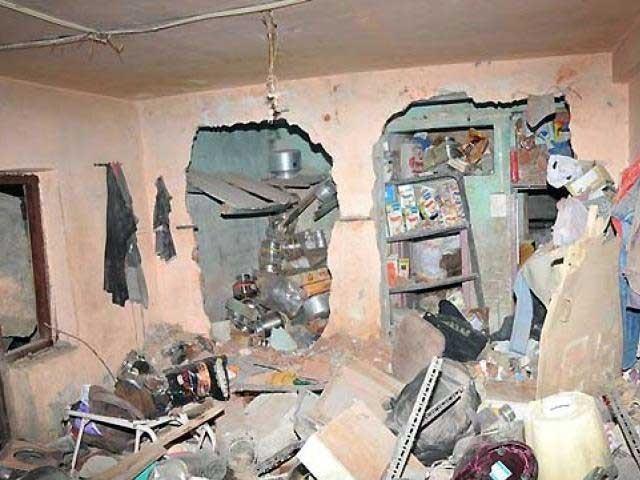 دھماکے سے علاقے میں شدید خوف و ہراس پھیل گیا جب کہ گھر کی دیواروں کو بھی جزوی نقصان پہنچا، فوٹو؛ فائل