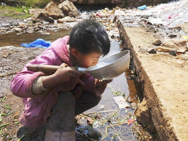 پاکستان کے ڈیموں میں پانی ذخیرہ کرنے کی گنجائش صرف30دن تک محدود ہوگئی۔ فوٹو؛ فائل