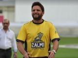 ذاتی وجوہات کی بنا پر پشاور زلمی کی صدارت اور بحیثیت کھلاڑی ٹیم چھوڑ رہا ہوں، شاہد آفریدی. فوٹو:فائل